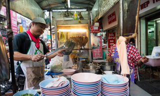street food in Saphan Kwai